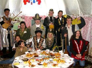 Национальное сватовство у казахов проводится за большим столом