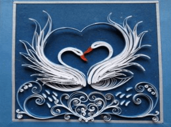 Открытка на свадьбу в технике квиллинг с лебедями