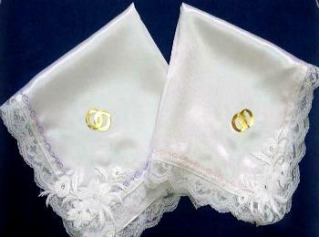Белые платочки с вышивкой для свечей