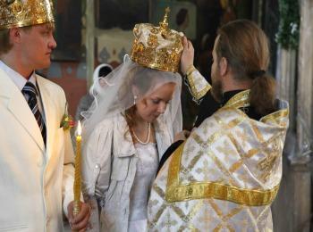 Возложение свадебного венца на новобрачную