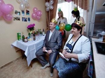 Родители невесты в сказочных костюмах
