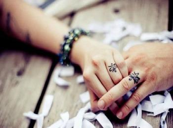 Татуировки свадебные на пальцах