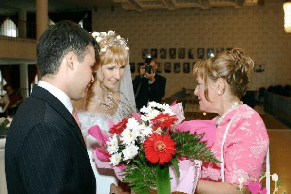 Теплые пожелания в день бракосочетания от мамы