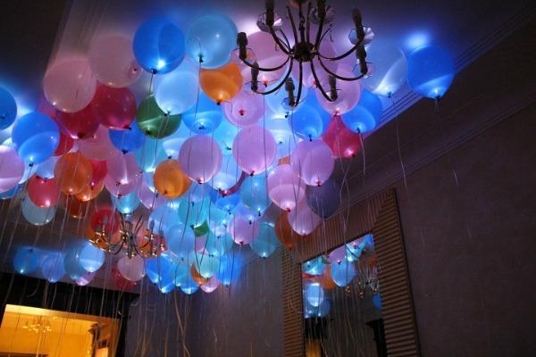 Светящиеся воздушные шары для свадебного декора