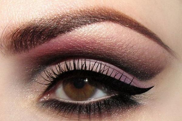 Темно-карие глаза