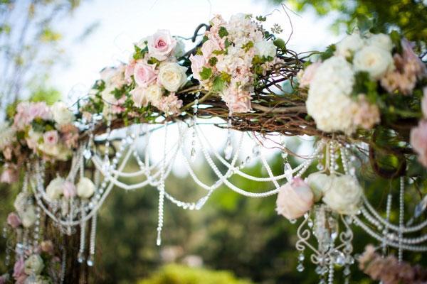 Свадебная арка из стеблей лозы