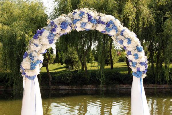 Цветочная арка для свадьбы