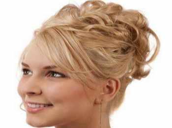 Высокий сложный узел на блондинке-невесте