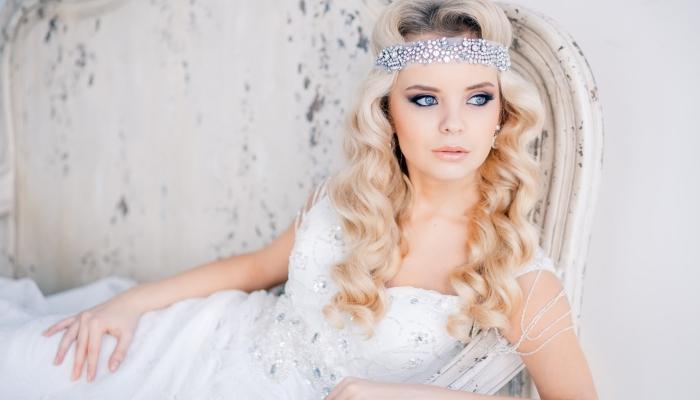Прелестное украшение для прически невесты с искусственными бриллиантами