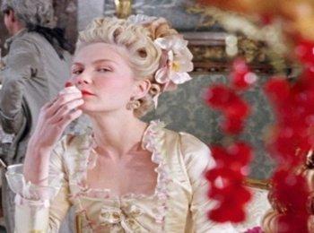 Аристократичная невеста с пышным платьем и минимальным макияжем