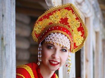 Традиционная русская румяная невеста