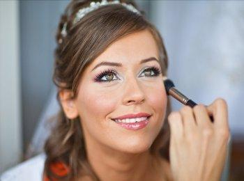 Современный макияж для невесты лучше приблизить к естественному