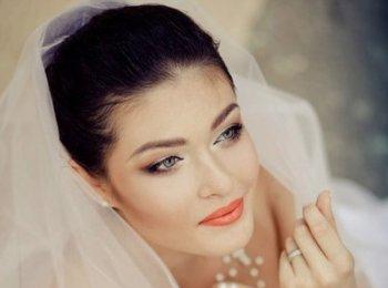 Естественный макияж для невесты с акцентом на губы