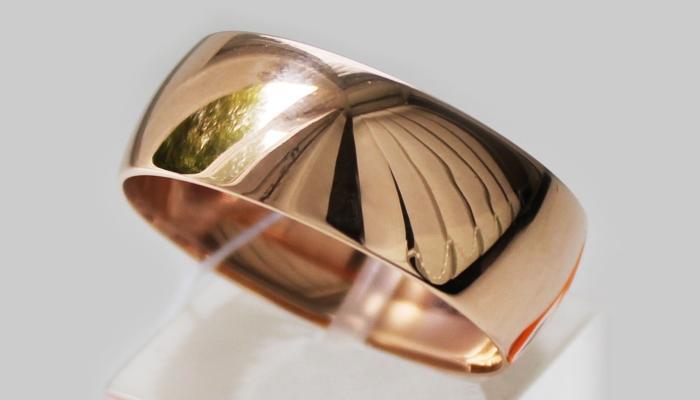 Широкое выпуклое золотое кольцо