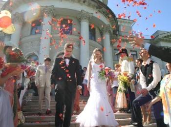 Многие пары обращаются в специальные агентства, чтобы упростить организацию свадьбы