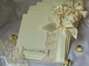 Красивые и нежные приглашения на свадьбу с лентами и кружевом