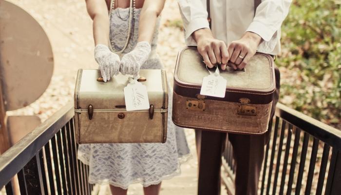Костюмы и аксессуары для жениха и невесты в ретро-винтажном стиле