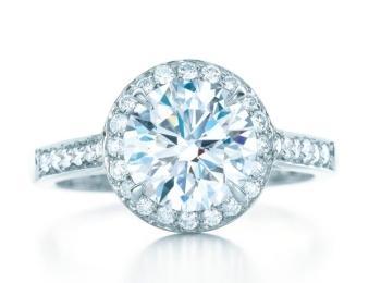 Гораздо позже, после открытия бриллиантовых африканских шахт, появилась мода на кольца с бриллиантами