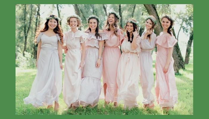 Интересные фасоны платьев для такой свадьбы