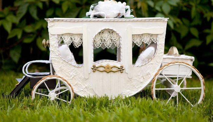 Для свадьбы хорошо подойдет кортеж-карета
