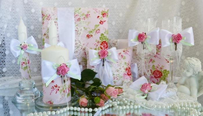 Винтаж, бантики и бусы - все это должно присутствовать в оформлении свадьбы