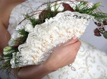 Букет-веер - один из традиционных разновидностей букета невесты
