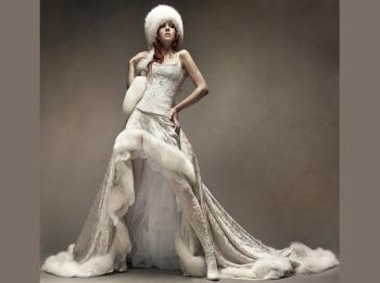 Несмотря на холодную погоду, современная свадебная мода позволяет подобрать свадебный наряд и для зимы