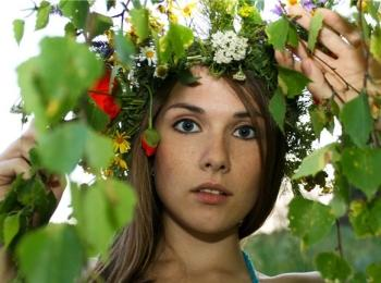 В Древней Греции новобрачная надевала венок из цветов мирта и роз