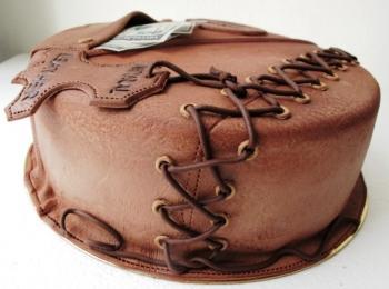 На годовщину 3 свадьбы рекомендуется дарить кожаные изделия