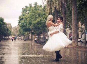 Дождь в день свадьбы - хороший знак,  новая семья будет счастливой