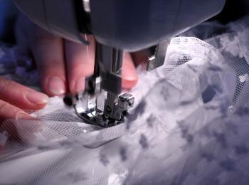Хороший вариант для женщины - не покупать платье, а заказать готовое