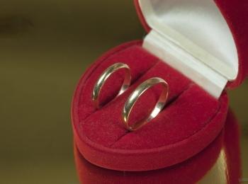 Обручальные кольца до дня свадьбы следует хранить вместе