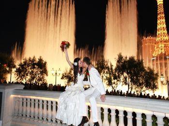 Потрясающий фонтан в Вегасе