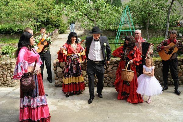 Праздник в цыганских нарядах