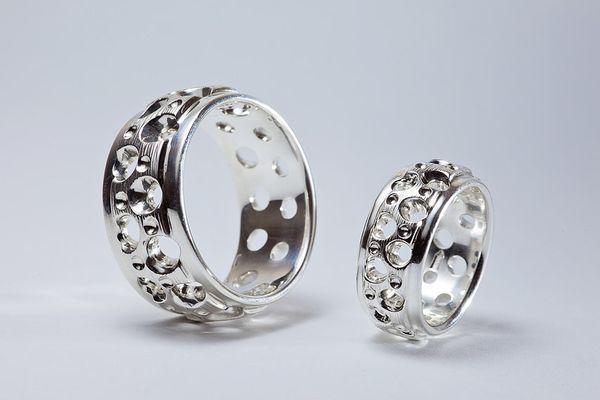 Обручальные кольца меняют на серебряные