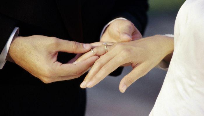 Помолвочное кольцо с обручальным