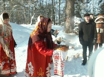 Приезд жениха со свахой  к дому невесты