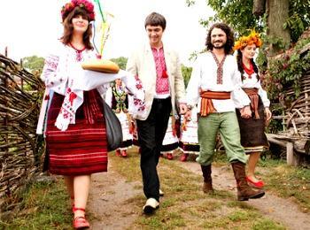 Традиционное сватовство: жених идет к невесте