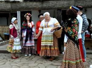 Проходит обряд сватовства со стороны невесты по русскому стилю