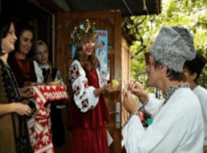 Первая часть сценария сватовства со стороны жениха проходит на пороге дома.