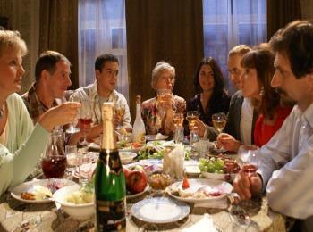 За столом с будущими родственниками