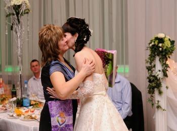 Невеста выражает признательность маме