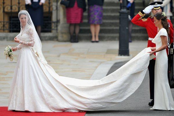Невеста направляется к алтарю