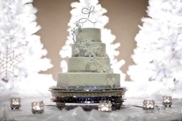Белый торт для бракосочетания