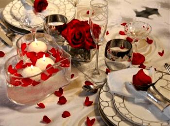 Плавающие свечи украсят любой свадебный стол