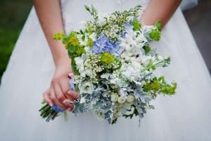 Свадебный букет из полевых цветов для свадьбы в стиле Рустик