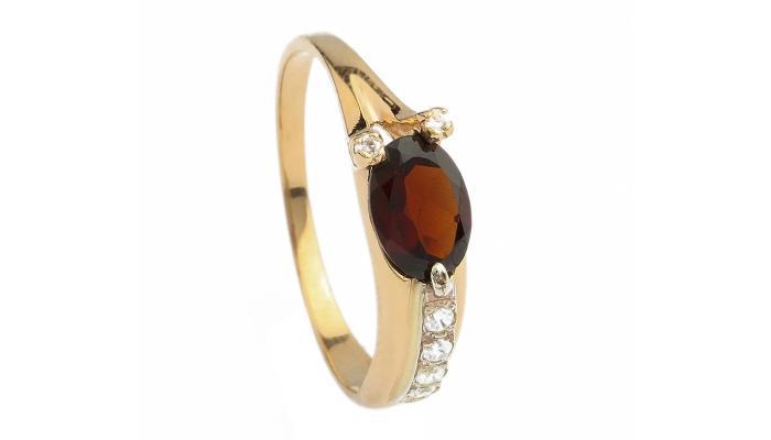 Золотое кольцо с овальным рубином и бриллиантами