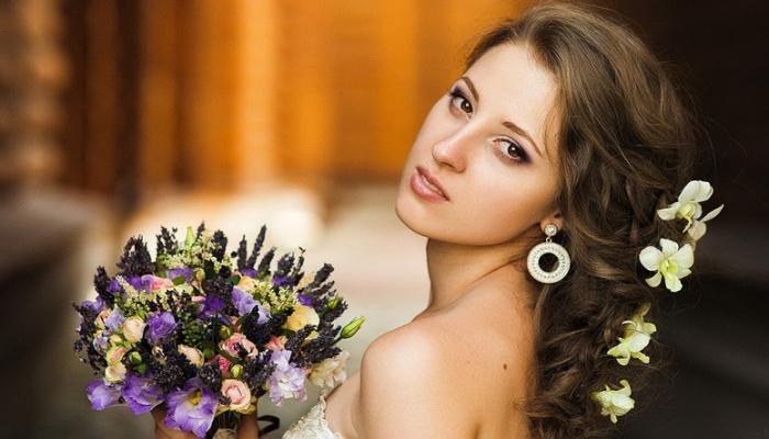 В свадебном образе приветствуются различные объемные косы
