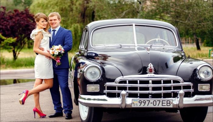Ретро-автомобиль - классика для этого стиля свадеб