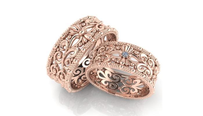 Рельефные кольца с узором и маленьким камушком по центру